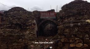 Hamami i Dibrës i shëndruar në deponi mbeturinash